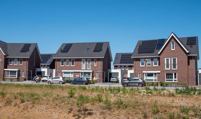 Volop zonnepanelen nieuwbouwwijk De Heikant in Groesbeek.