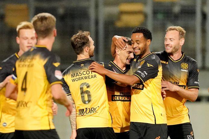 De spelers van Roda JC vieren een treffer tegen TOP Oss.
