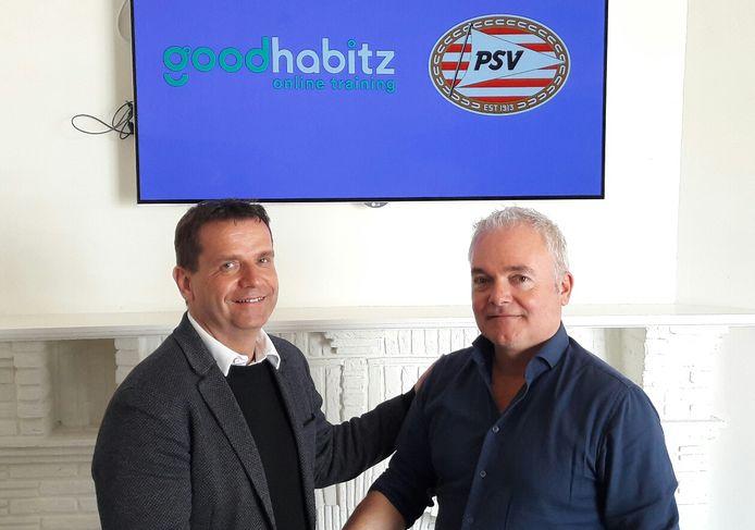 Commercieel directeur Frans Janssen van PSV en algemeen directeur Maarten Franken van GoodHabitz in 2018 onder de logo's van GoodHabitz en PSV.