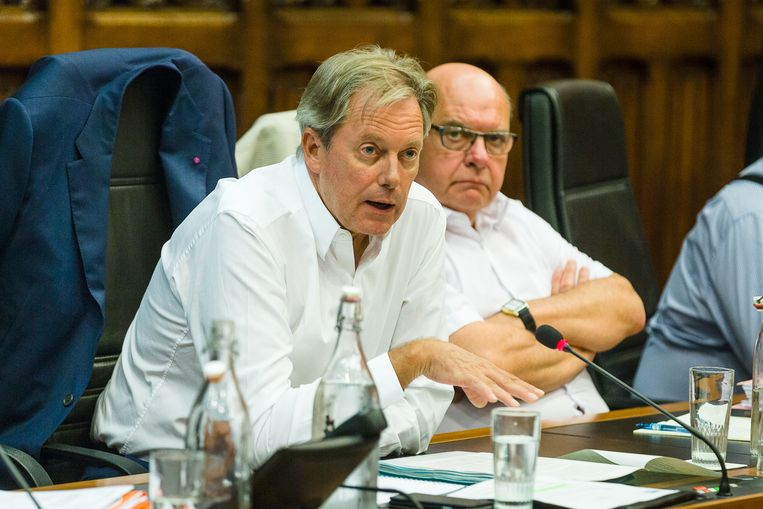 """Geert Versnick, naast Daniël Termont, in de Optima-commissie. """"Ik kan met een gerust hart in de spiegel kijken."""""""