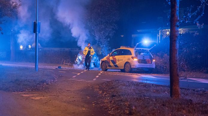Bij een politie-achtervolging op hoge snelheid in Deventer raakte een 43-jarige Arnhemmer gewond.