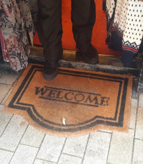 SamSam moet deurmat weghalen van de gemeente, Febo de prullenbakken verzetten: 'Ik implodeerde bijna'