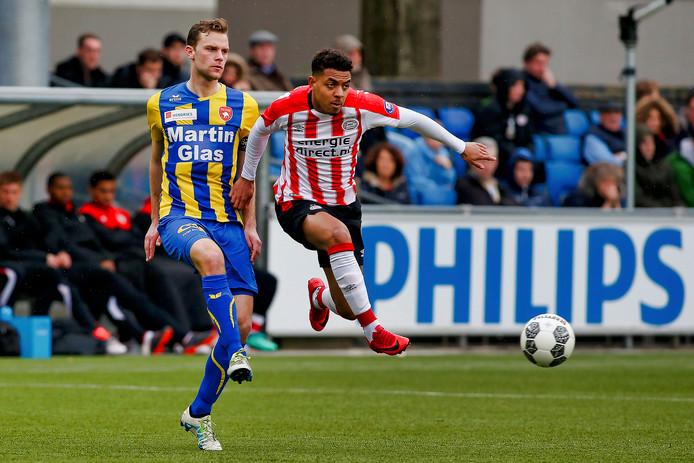 Donyell Malen scoorde maandag drie keer tegen FC Oss.