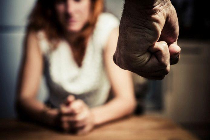 Het aantal meldingen van seksueel geweld is vorig jaar in de regio's IJsselland en Noord-Oost Gelderland opnieuw gestegen.