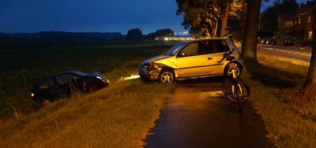 Automobilist schiet van de weg en ramt geparkeerde auto in Zutphen