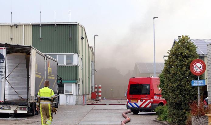 De brand bij het houtbewerkingsbedrijf in Waardenburg.
