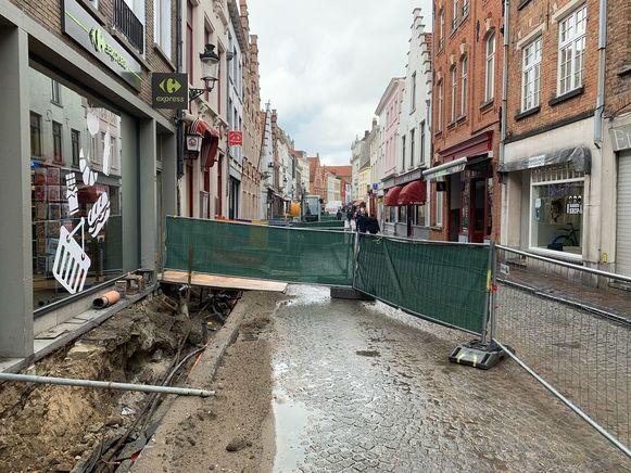 De stad trekt jaarlijks 10 miljoen euro uit voor wegen en rioleringen, zoals hier in de Katelijnestraat