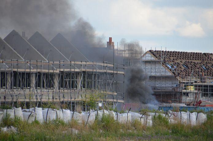 Veel rook bij de brand aan de Snoekbaars in Waddinxveen