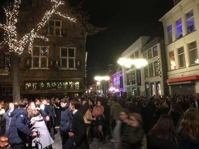Scholieren Gala Breda vroegtijdig afgelast door burgemeester, twee mensen onwel in gedrang en chaos bij De Graanbeurs