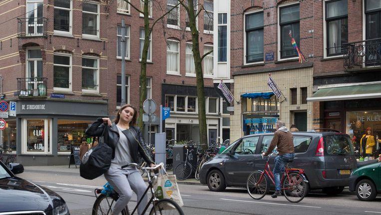 Bij de herinrichting van de Van Woustraat worden parkeerplekken laad- en losvakken Beeld Floris Lok