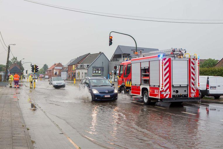 Het kruispunt van de Steenweg op Dendermonde met de Steenweg op Aalst kwam blank te staan.