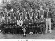 Al 50-jaar voetbal, muziek en gruwelijk ouwehoeren bij DOB-band