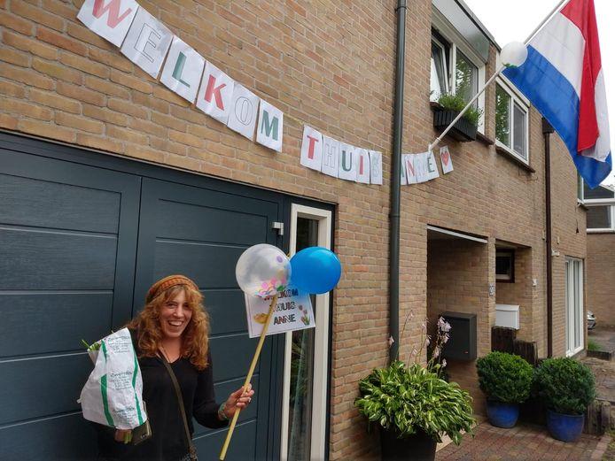 Anne Kleinhaarhuis is weer thuis in Oldenzaal. De zesde poging om van Nieuw-Zeeland naar Nederland te vliegen in gelukt.