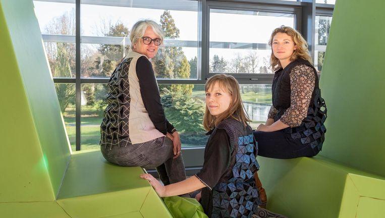 Ontwerpers Hellen van Rees (midden) met onderzoeksters Mader (links) en Ludden (rechts). Beeld Pauline Niks