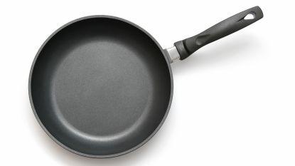 Met keukenpan op hoofd geslagen tijdens echtelijke ruzie en gezin gegijzeld