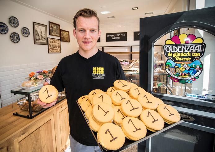 Bakker Harm Wantia heeft Wevers-koeken gebakken na het goud van Sanne. Foto: Reinier van Willigen