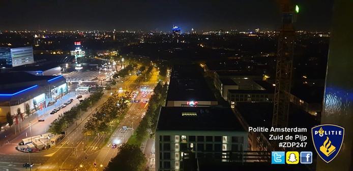 Uitzicht vanaf de hijskraan die het tweetal vrijdagnacht beklom.