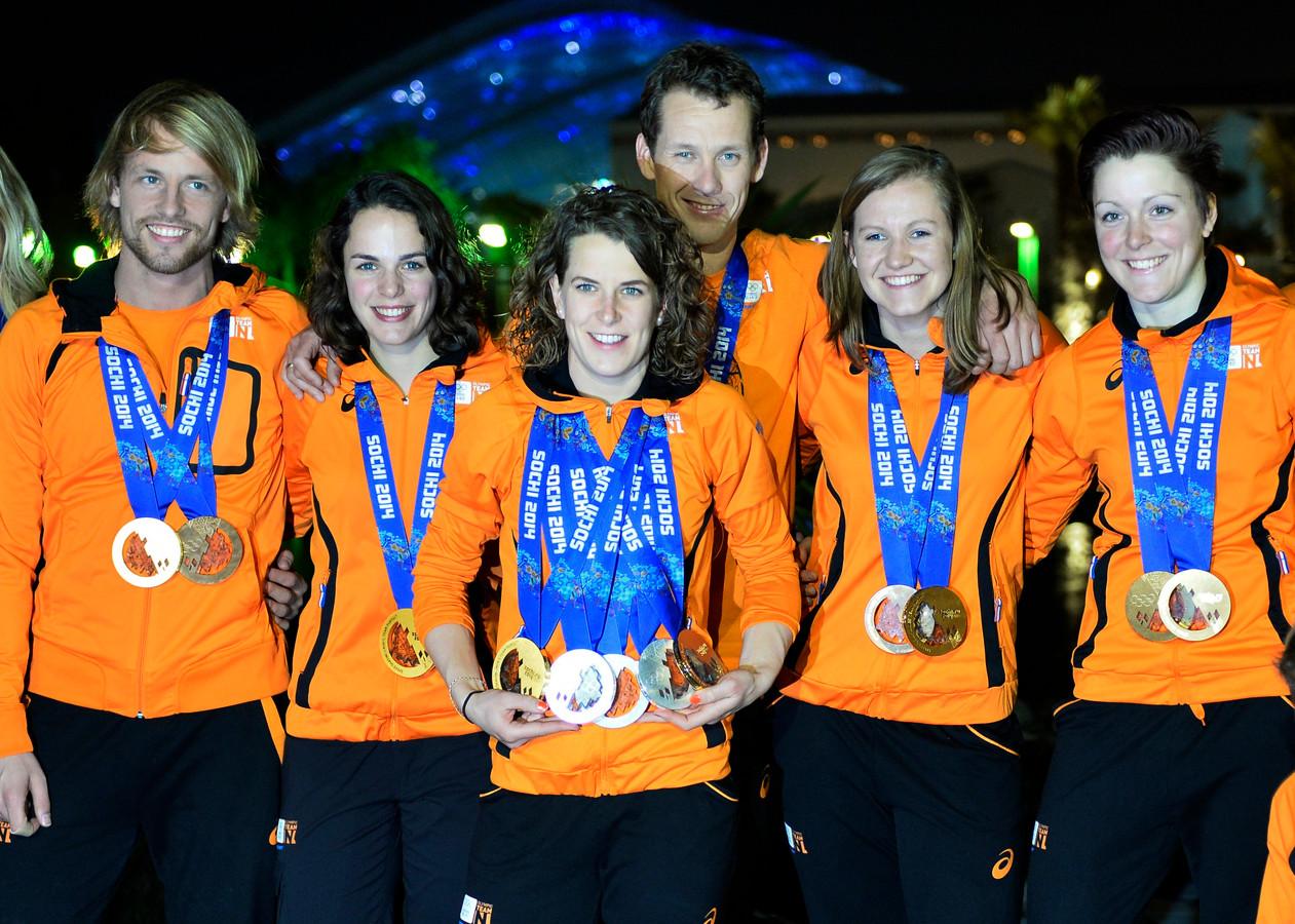 d54a1f32ae4 De Nederlandse schaatsploeg nam vier jaar geleden een grote verzameling  medailles mee uit Sochi.