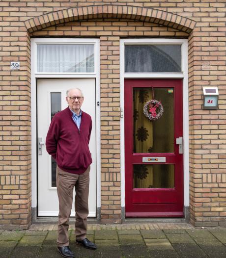 Meneer Schippers uit Glanerbrug is blij met zijn 'groene' huis, vooral met de deur