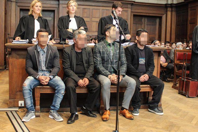 De beklaagden in de rechtbank van Dendermonde.