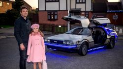 James heeft 93.000 euro over voor zijn eigen Back To The Future-auto