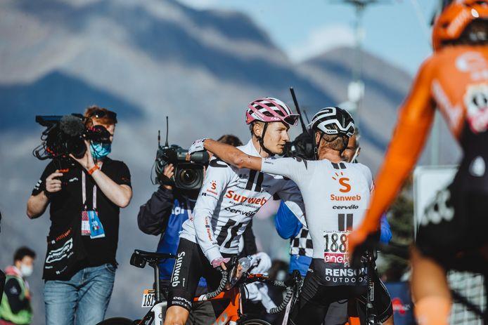 Vincent Moes uit Zwolle (links met camera) stond tijdens de Giro d'Italia weer overal met zijn neus bovenop.