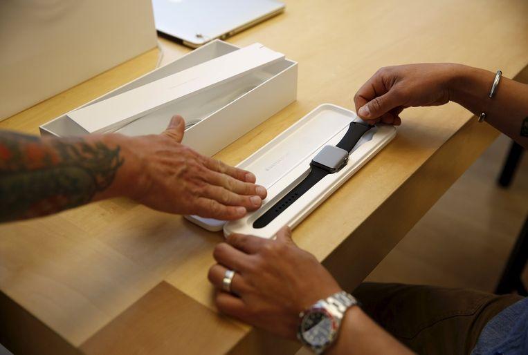 Apple wil de nieuwe Watch minder afhankelijk maken van de iPhone. Beeld reuters