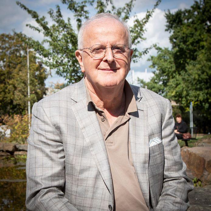 """Volgens voorzitter Adriaan Visser zit trainer John Stegeman nog stevig in het zadel bij PEC Zwolle. ,,Zo lang hij grip op de groep heeft, is hij onze trainer. Dat zal na een nederlaag tegen Fortuna, waar we natuurlijk niet van uitgaan, niet anders zijn."""""""