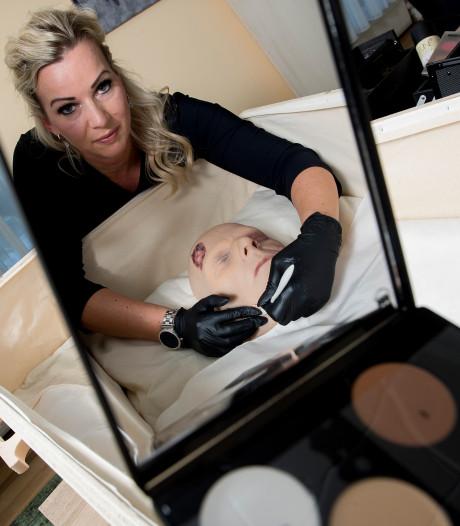 Diana uit Didam is visagiste van overledenen: 'Visagie kan wereld van verschil maken'