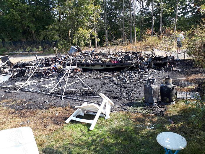 De resten van de caravan in Vierhouten