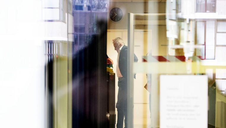 Misdaadverslaggever Peter R. de Vries toen hij eerder, in april, al getuigde in het Holleederproces. Beeld anp