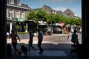 Op de Markt in Boxtel ging het afgelopen weekeinde helemaal mis op de Markt. Een 21-jarige man werd met onbekende verwondingen naar het ziekenhuis gebracht.