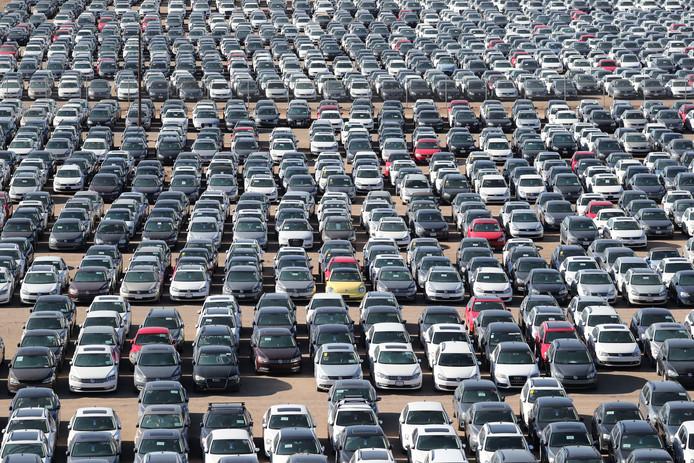 Tienduizenden Volkswagen en Audi dieselauto's op een autokerkhof in de woestijn bij Victorville in Californië. De Volkswagengroep heeft in de Verenigde Staten diep in de buidel getast om eigenaren van een sjoemeldiesel te compenseren. Zo werden 350.000 diesels teruggekocht, voor 6,8 miljard euro.
