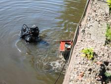 Duiker haalt gedumpte kluis uit Roosendaalse Vliet