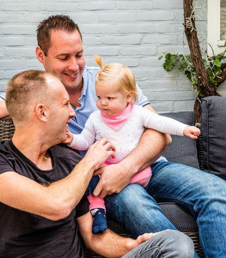 Richard en Jeffrey zijn al 11 maanden vaders van baby Liz: Genieten, maar niet van het bureaucratisch gedoe