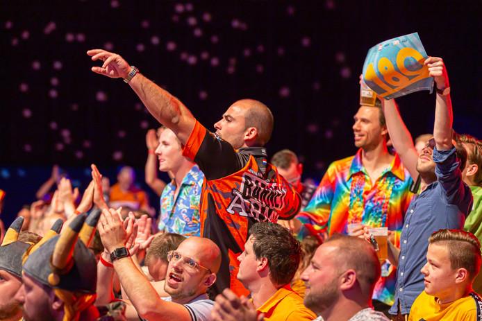 De sfeer is opperbest tijdens de Dutch Darts Masters in Zwolle.