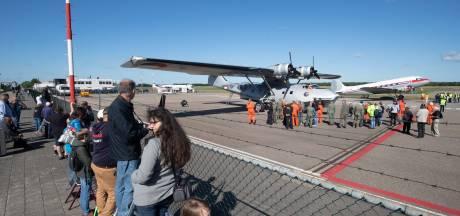 Vliegtuigfans nemen afscheid van de Catalina in Lelystad: 'Het is een soort begrafenis'
