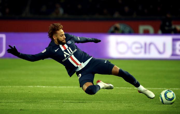Neymar kwam voor het eerst in een maand in actie.