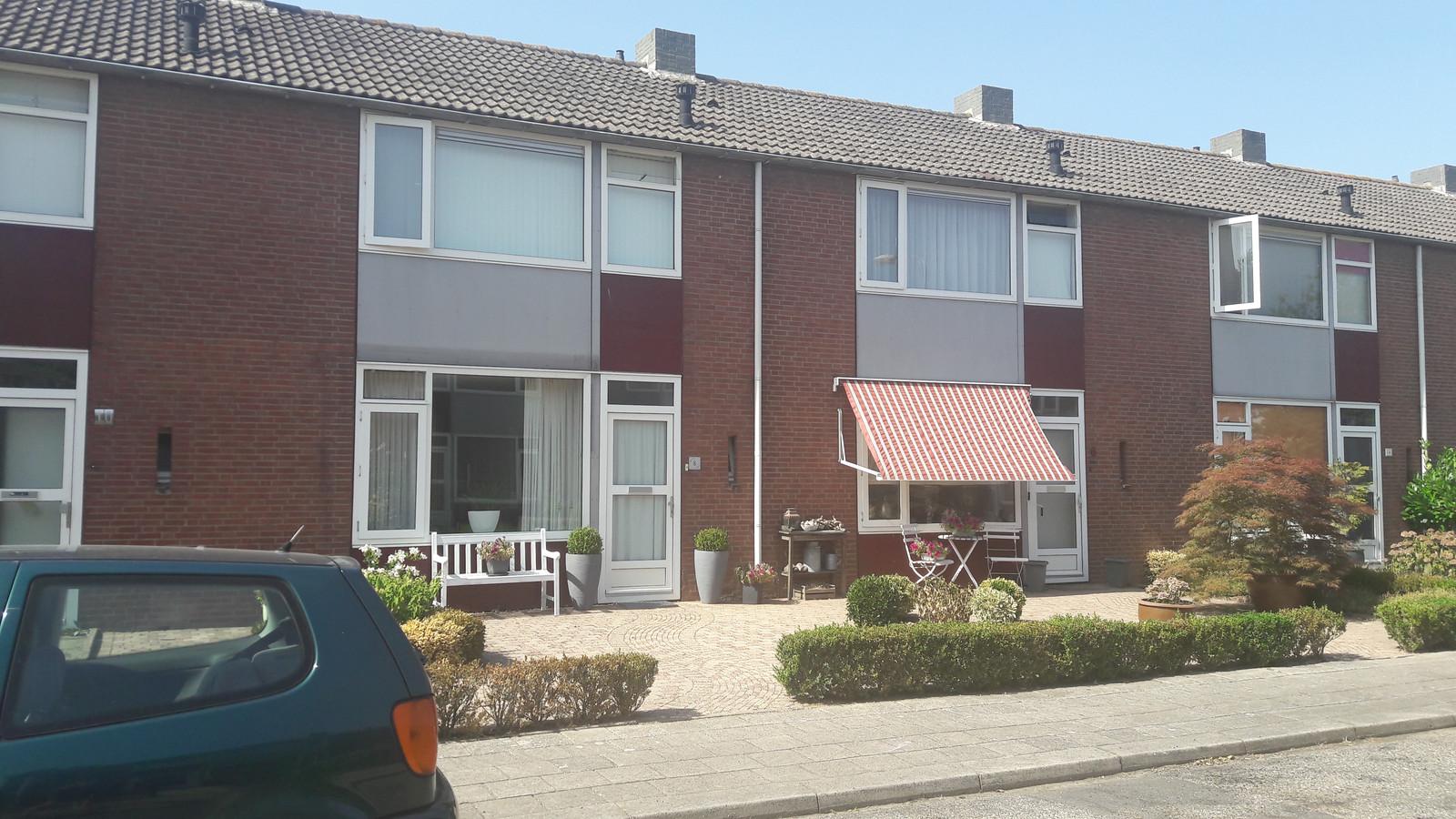 De Dahliastraat in de Bloemenbuurt in Doesburg. De woningen worden vanaf maart komend jaar gesloopt.