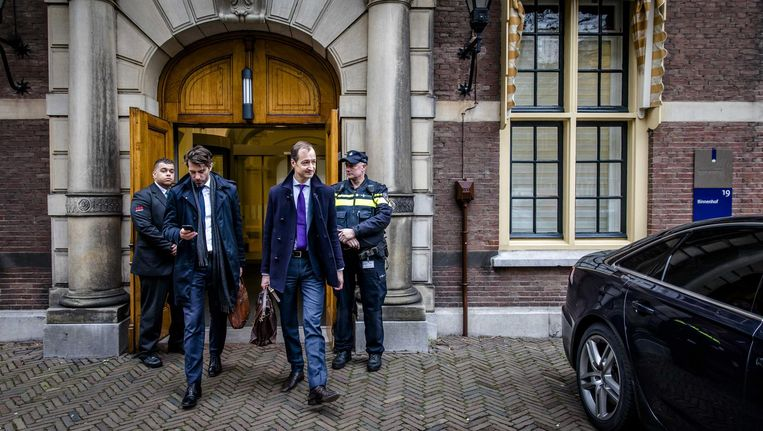 Minister Wiebes, rechts, na afloop van de wekelijkse ministerraad, eerder dit jaar Beeld anp