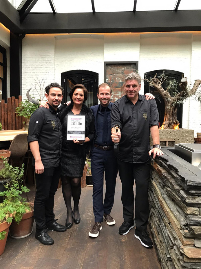 De Librije in Zwolle is voor de zesde keer door ruim 500 chef-koks verkozen tot Beste Restaurant van Nederlander. Vlnr: chefkok Nelson Tanate, gastvrouw en sommelier Thérèse Boer, sommelier en gastheer Stefan de Wilde en eigenaar en chefkok Jonnie Boer.