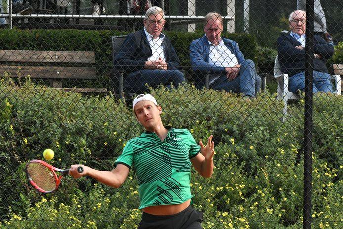 Justin Eleveld gisteren in de tweede ronde tegen Colin van Beem, die in twee sets won.