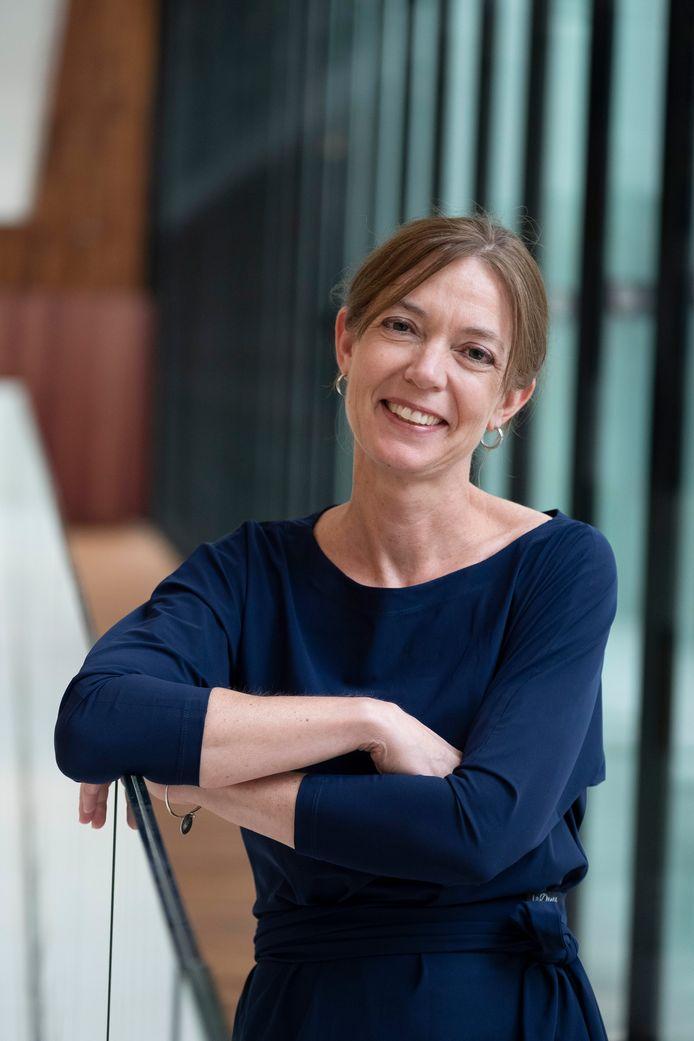 Annemiek Rutters, nu directeur bij Erasmus MC-Sophia, treedt op 1 april toe tot de raad van bestuur van het Albert Schweitzer ziekenhuis.
