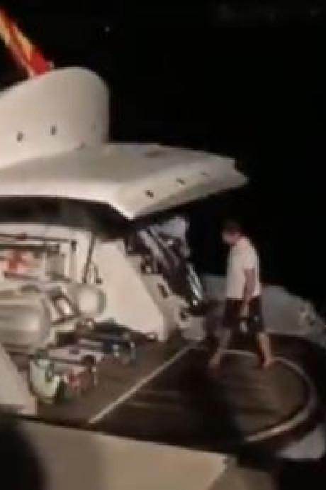 Un champion de boxe secouru après l'incendie de son yacht