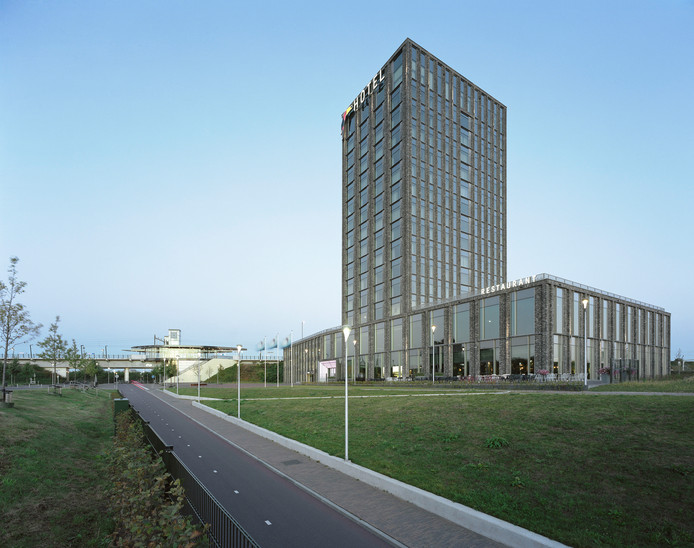 11. Hotel Van der Valk in Lent Architectenbureau: Wiegerinck Architecten.  Opdrachtgever: West End Vastgoed.