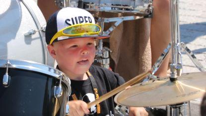 VIDEO. Supercool vijfjarig drummertje in actie voor Belgische recordpoging