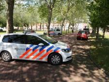 Fietsster valt tegen politiebus in Breda
