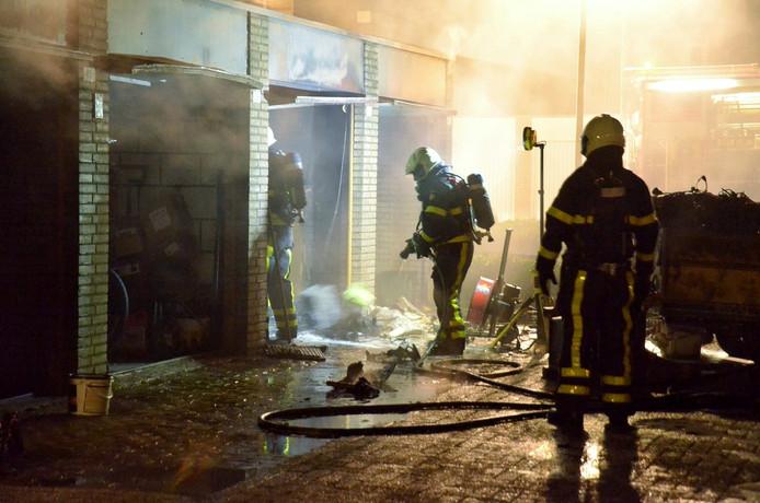 Brand in garageboxen in Hoogerheide.