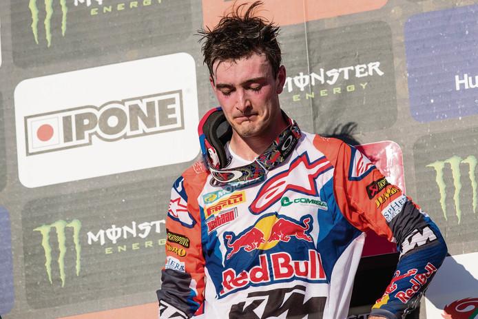 Een geëmotioneerde Jeffrey Herlings op het podium na de GP van Turkije.