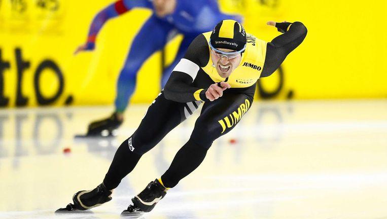 Jan Smeekens in het schaatspak van zijn ploeg. Hij is ook komend seizoen zeker van een contract. Beeld anp